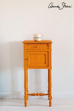 Barcelona-Orange-side-table,-Dulcet-in-G