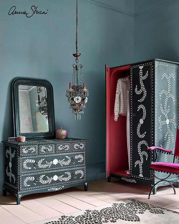Pearlescent-Glaze-boutique-bedroom-1.jpg