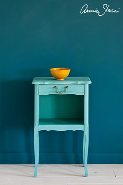 Provence-side-table,-Wall-Paint-in-Aubusson