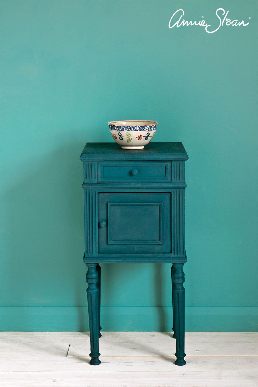 Aubusson-Blue-side-table,-Linen-Union-in