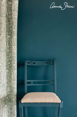 aubusson-blue-wall-paint-by-annie-sloan