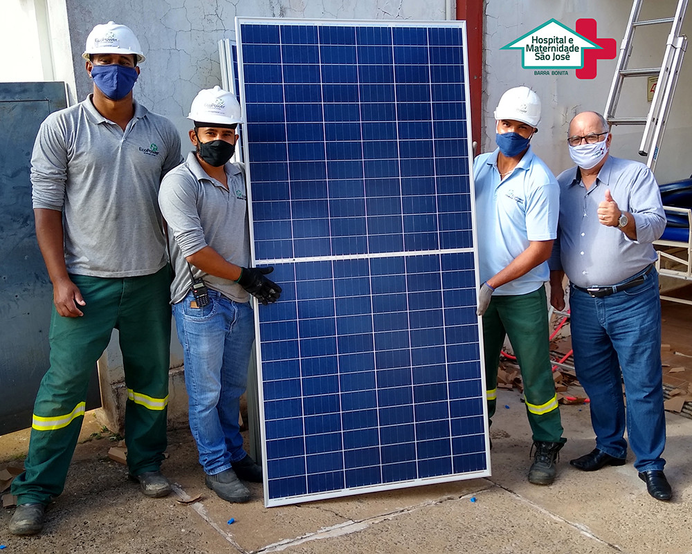 Na foto a equipe da EcoPower responsável pela instalação: Maycon, Diego e José Luca ao lado do gerente administrativo José Luís Minutti.