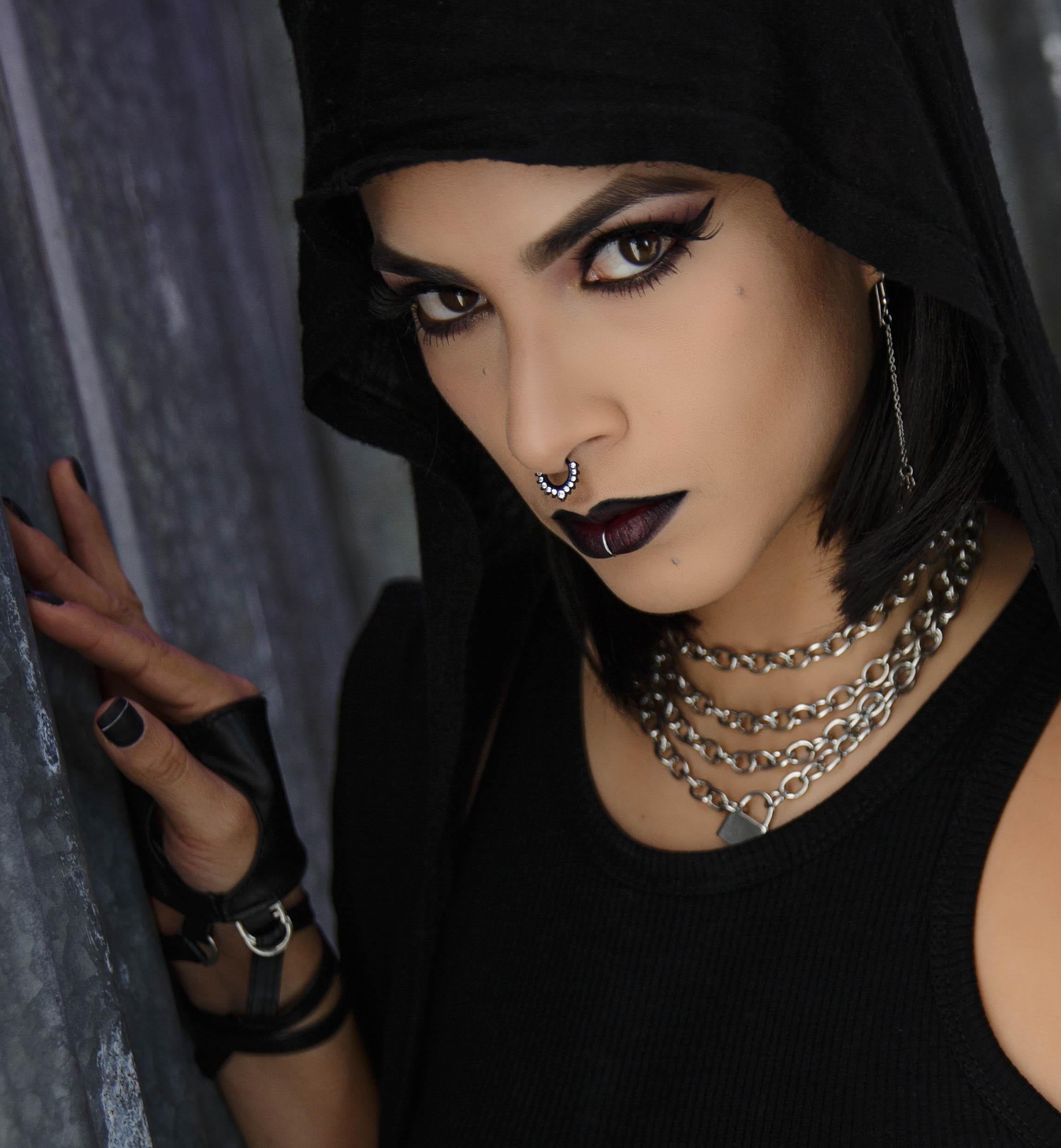 Ginnette-Gothic_-92-Edit