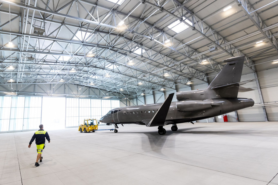First of Two New Hangars Put into Operation: Vienna Aircraft Handling GmbH (VAH) Will Offer 16,000 m
