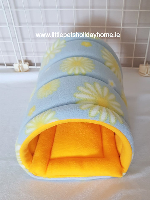 Fleece tunnel with pee pad included
