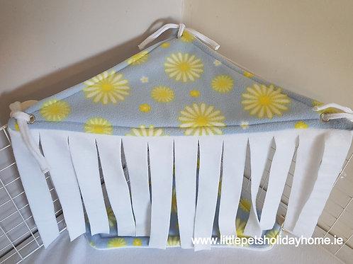 Corner hide out - Daisy print