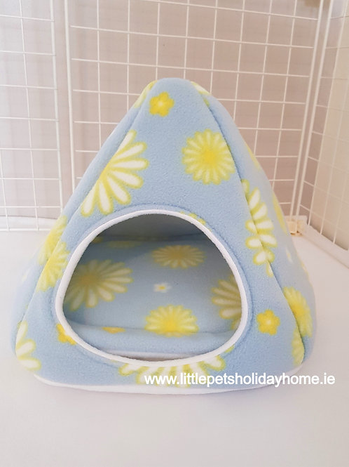 Triangle hide out with pee pad included