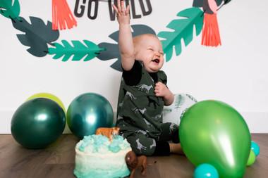 fotografie jongen kind 1 jaar verjaardag cakesmash
