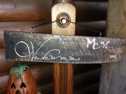 Welcome pallette sign