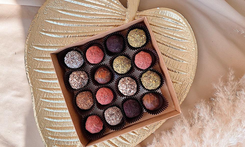 Набор из 16 конфет ручной работы