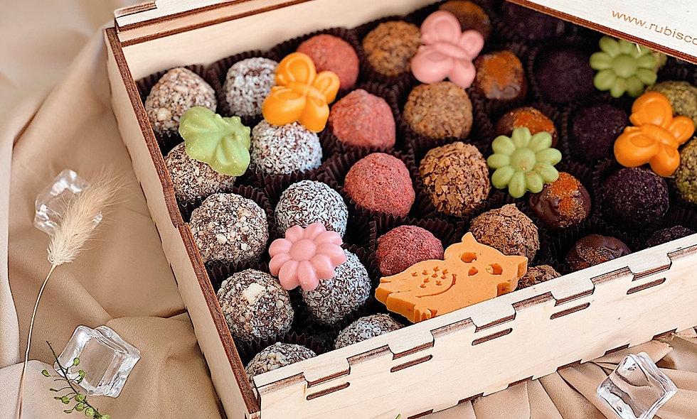 Набор из 45 конфет ручной работы в деревянном ящике