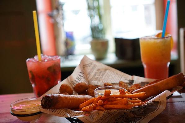 Fingerfood Sampler, und dazu ein leckerer Cocktail ...
