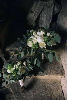 Relaxed white bouquets