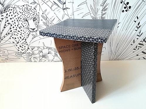Tabouret escamotable ou table d'appoint pour l'apéro