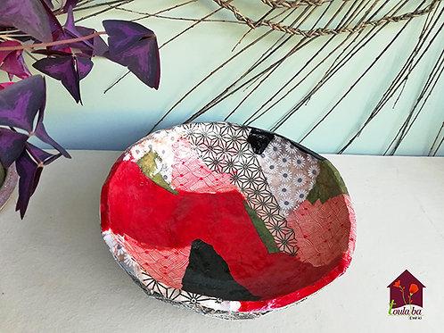 Corbeille en carton multicolore ambiance rouge