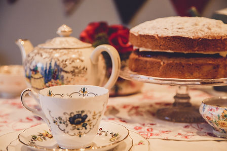 Vintage Cup and Cakes cake