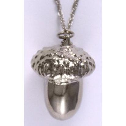 Ekte eikenøtt dyppet i sølv