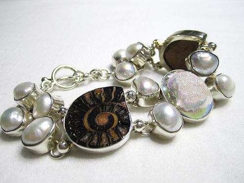 Amonitt, drusekvarts og perler