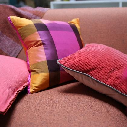 Varanasi Fuchsia | Kudde | Designers Guild