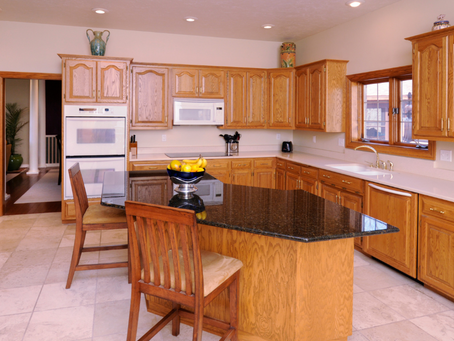 Do You Need New Cabinets Instead of Cabinet Refacing?