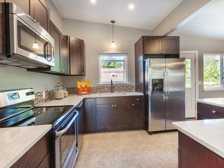 Choosing the Best Material for Kitchen Cabinets