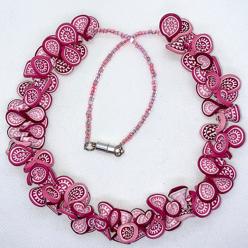 La Vie en Rose Lei Necklace