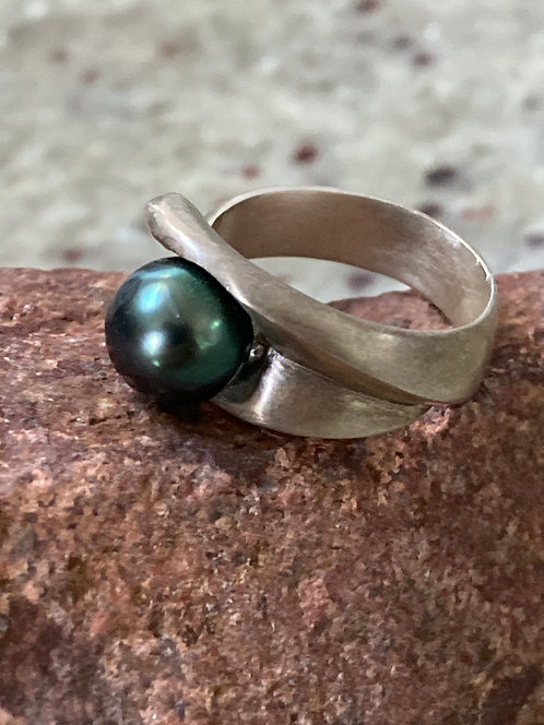 Cast Sterling Silver Ring With Tahitian Pearl