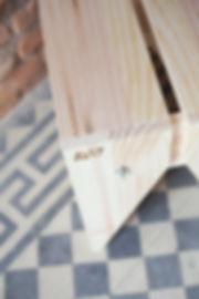 Mesinha Deck - mesa lateral em madeia feita com encaixes
