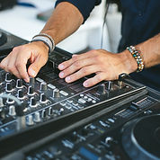DJ mariage à Saint tropez - Partys Saint Tropez - DJ's de Saint Tropez - Live bands Saint Tropez - Cocktails Saint Tropez - Evenementiel Saint Tropez