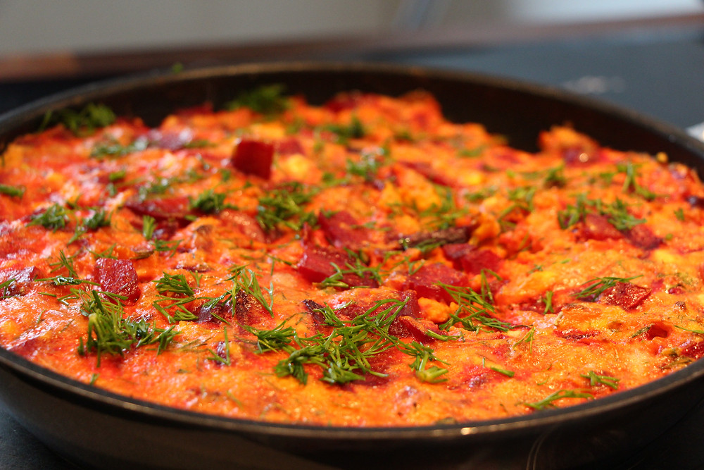 How to make an omelet with beetroots