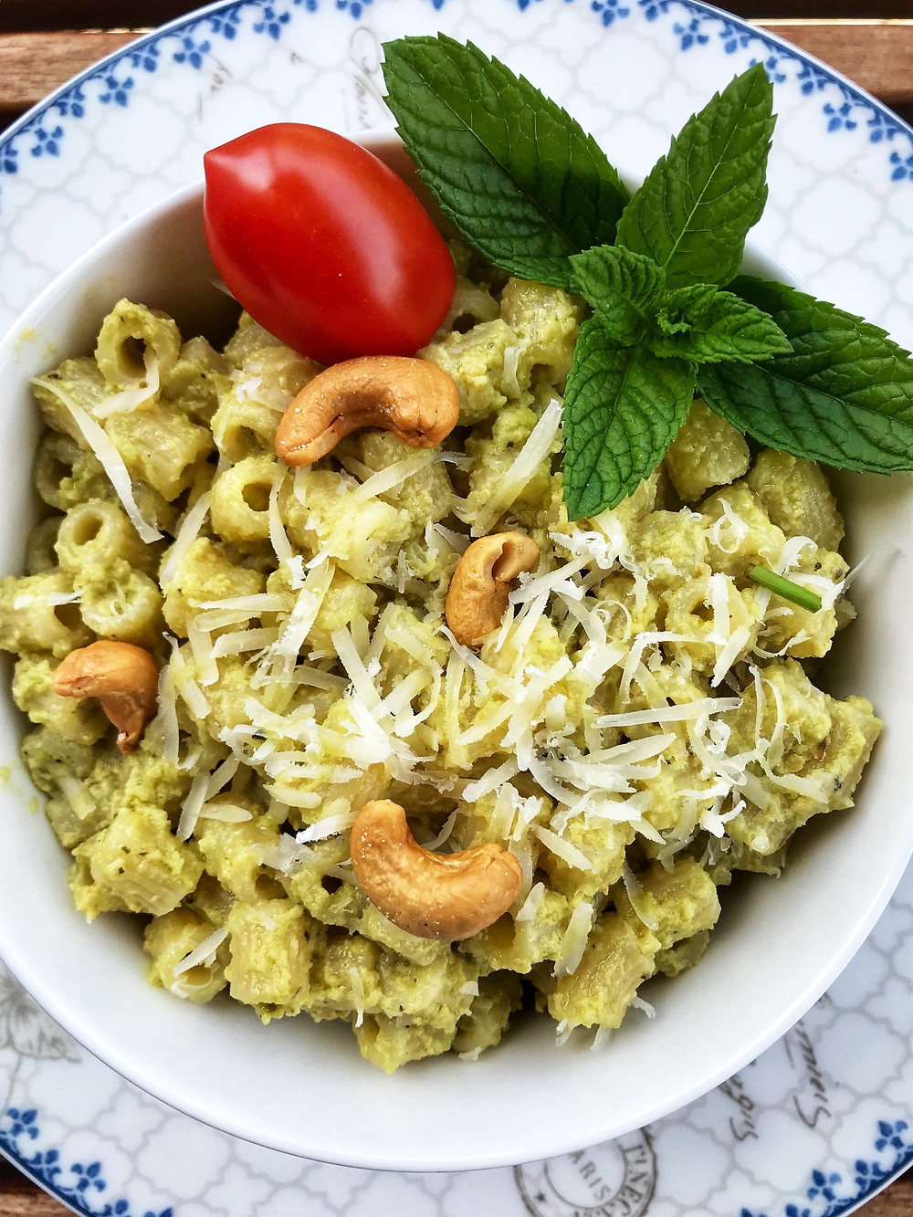 How to make avocado pesto sauce for pasta