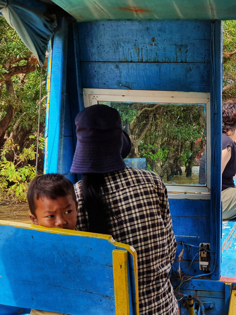 Flaoting Village at Tonle Sap Day Tour