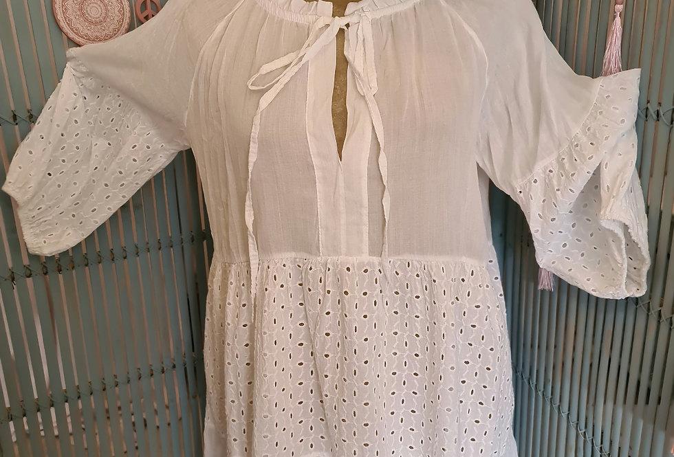 Tunique en dentelles avec son fond de robe