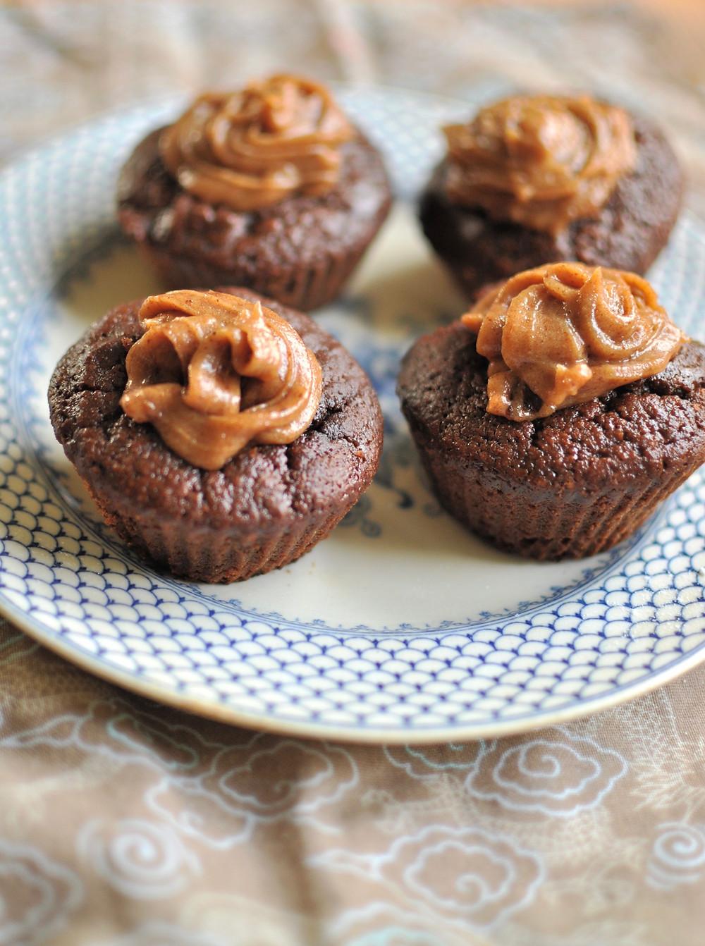 chocolate and caramel mini-cakes