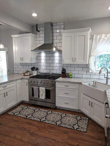 Bright, beautiful farmhouse kitchen