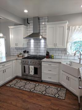 Bright, beautiful farmhouse kitchen