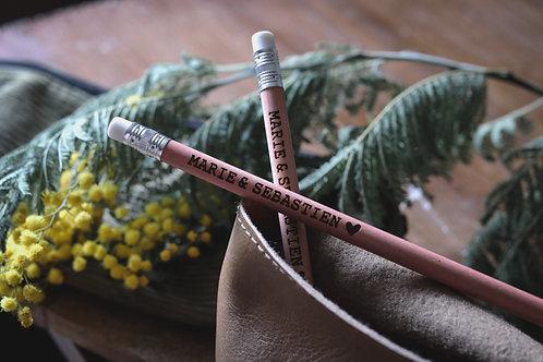 Cadeaux invités - Lot de 20 crayons gravés personnalisés