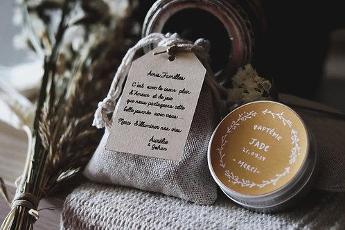 Cadeaux invités : Bougie + petite pochette étiquette personnalisée
