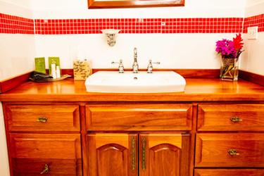 Poolside_Master_Bathroom_DSC_6123.jpg