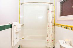 Deluxe_Suite_Bathroom_DSC_6039.jpg