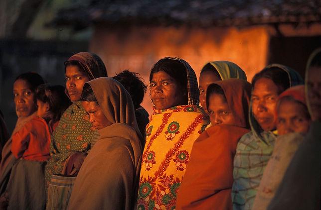 Women_in_Deogarh_morning,_Orissa,_India.