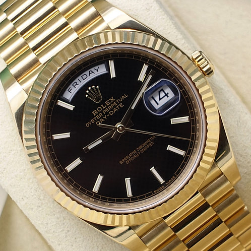 Gents Solid 18ct Gold Rolex Oyster Perpetual Day-Date 40 With Black Dial