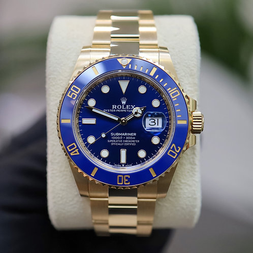 Unworn 18ct Yellow Gold Rolex Oyster Perpetual Submariner Date Blue Kit 126618LB