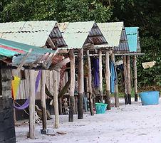 Einfach und funktional - die Hütten des Camps.
