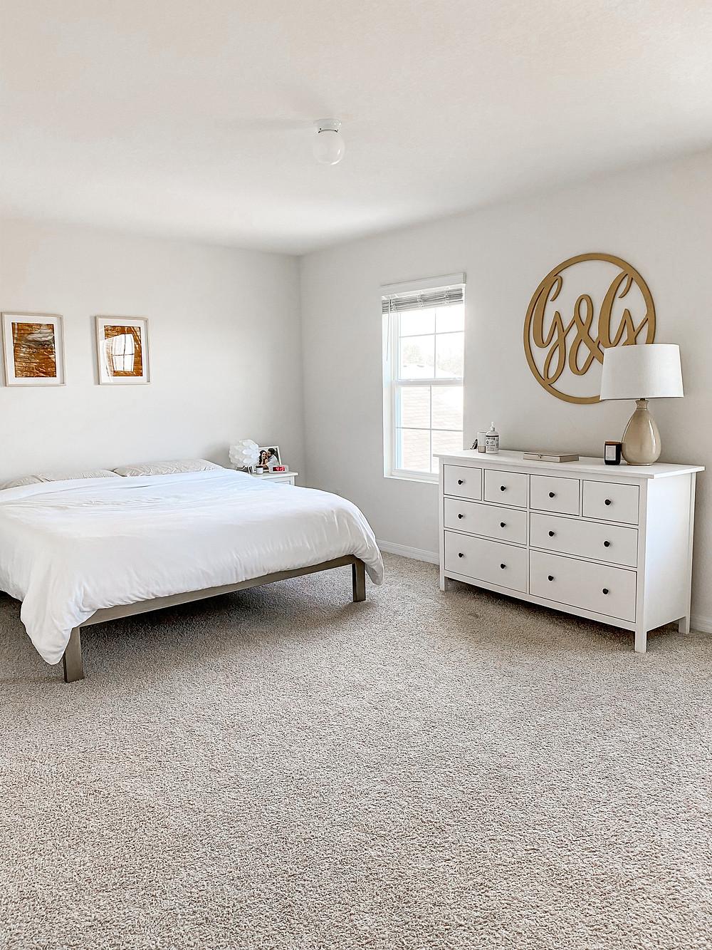 minimalist bedroom decor