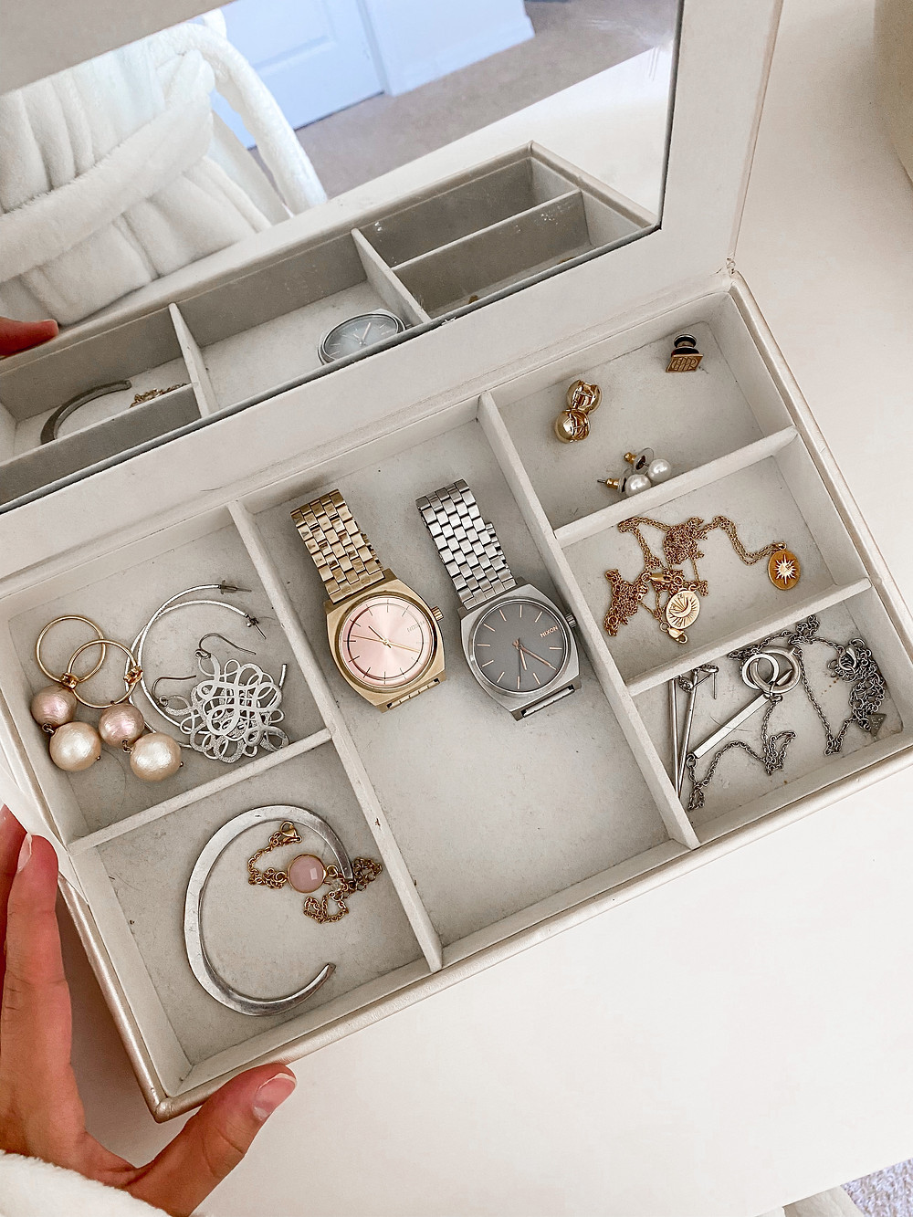 small minimalist jewelry box