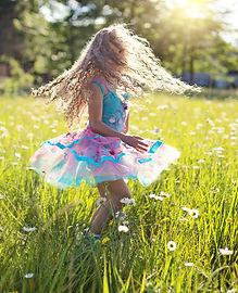 carefree-cheerful-child-459949.jpg