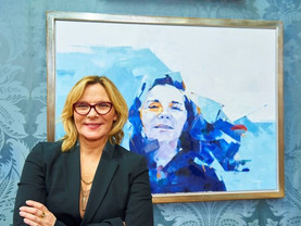 Kim Cattrall portrait unveiled at Walker Art Gallery