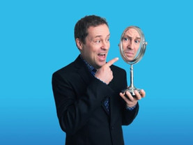 Ardal O'Hanlon shows off at the Epstein Theatre