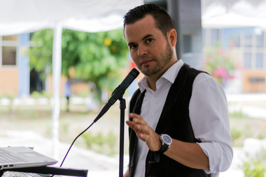 Mtro. José Luis, amenizando el desuyuno